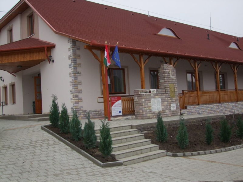 Pálosvörösart Kultúrház